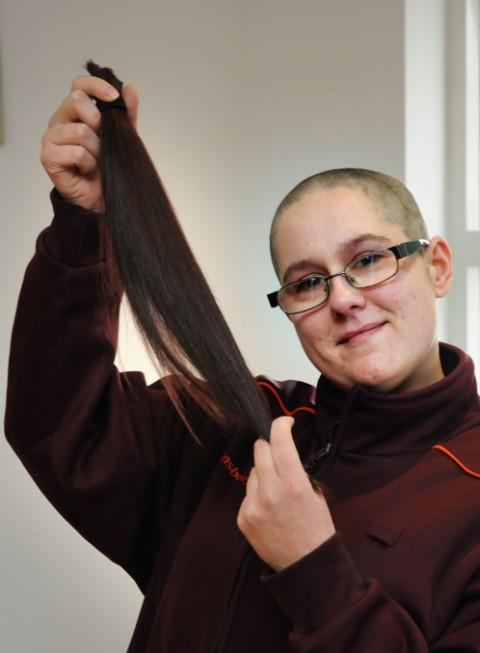 Leanne says goodbye to hair in support of Macmillan