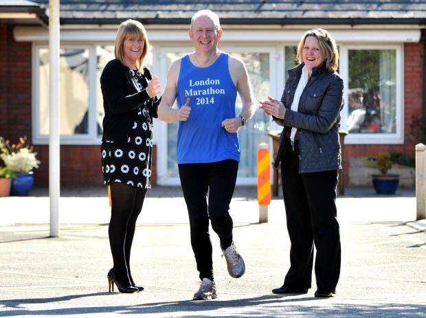 Graham Evans MP gets ready for the marathon cheered on by Diane Eeley, from St Luke's Hospice, and his wife Cheryl.
