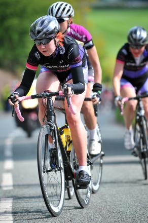 Kaite Archibald leads the Cheshire Classic 2014