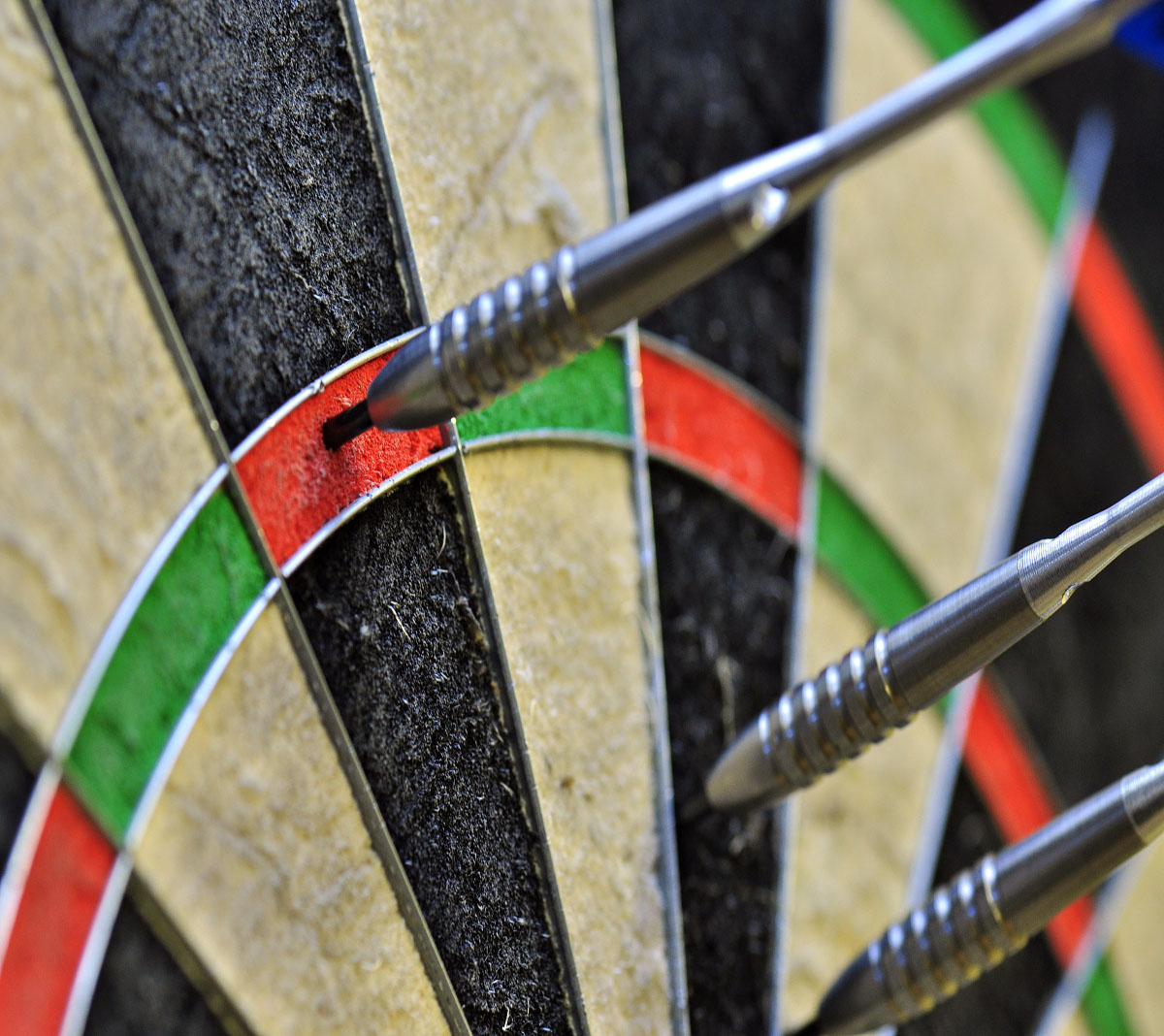 Stuart Kellett could not build on a lightning start to his first-round encounter with Hong Kong thrower Roydon Lam when the Professional Darts Corporation's Q School resumed at Wigan on Friday