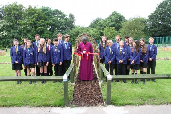 The Archbishop of York opens the garden m142515