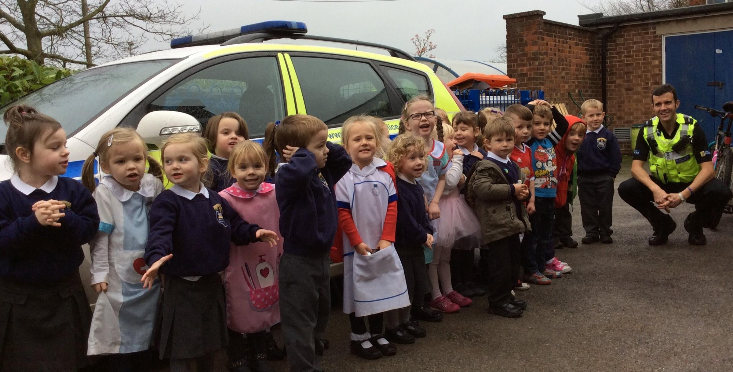 Barnton Primary School pupils meet PC Phil Monks