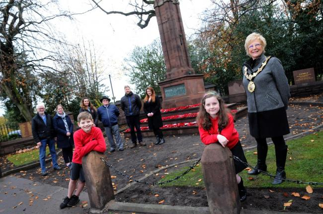 Witton Church Walk Primary School pupils Olivia Dent and Tom Davenport with Cllr Janet Myerscough-Illidge, mayor of Northwich