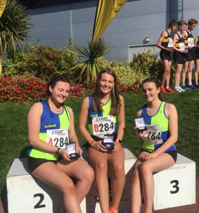 Under 17s women's gold medallists Lucy Smith, Ellie Grinnell, Holly Smith