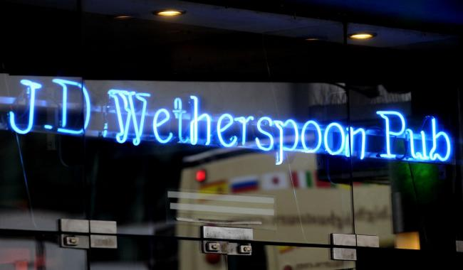 Wetherspoon pubs to cut beer prices in support of Brexit